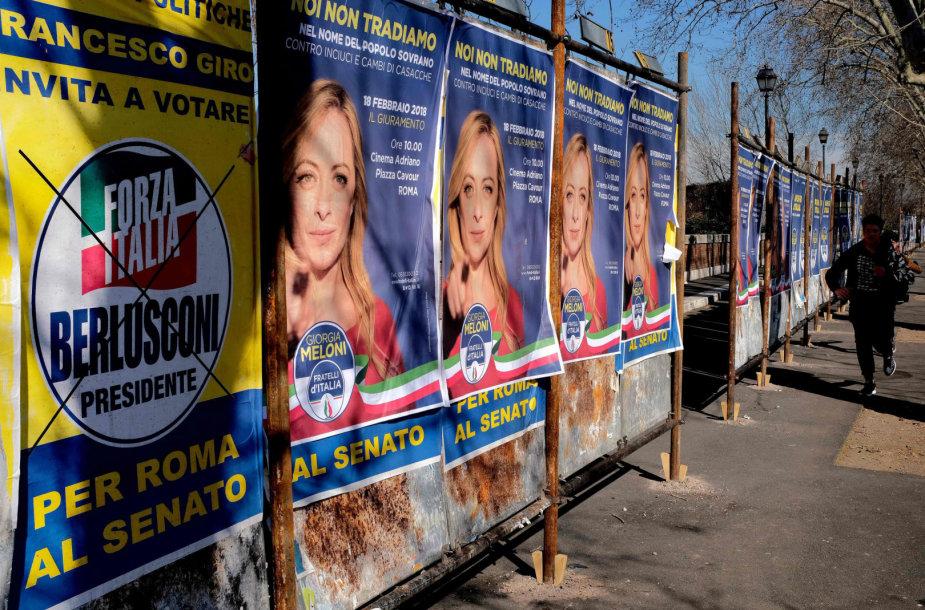 Rinkiminiai plakatai prieš kovo 4 dienos balsavimą Italijoje