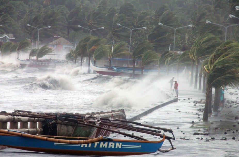 Filipinuose siaučia Haiyan taifūnas