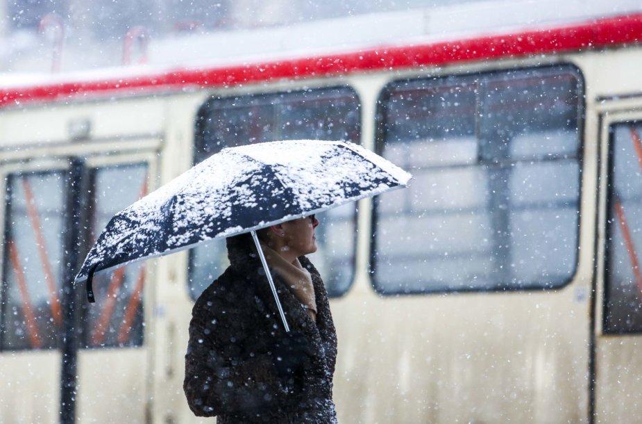 Vilniuje penktadienį gausiai sninga