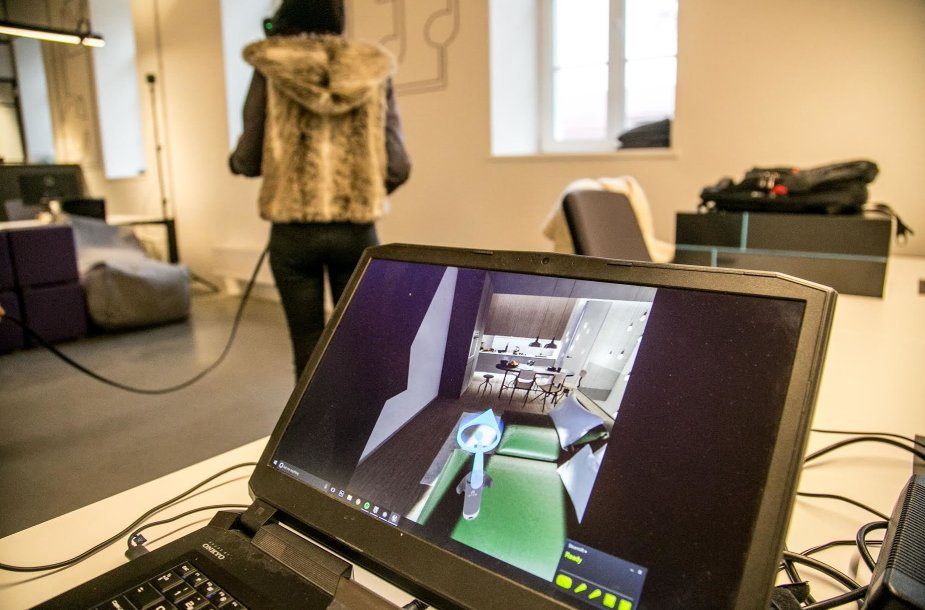 Virtuali realybė kompiuterio ekrane