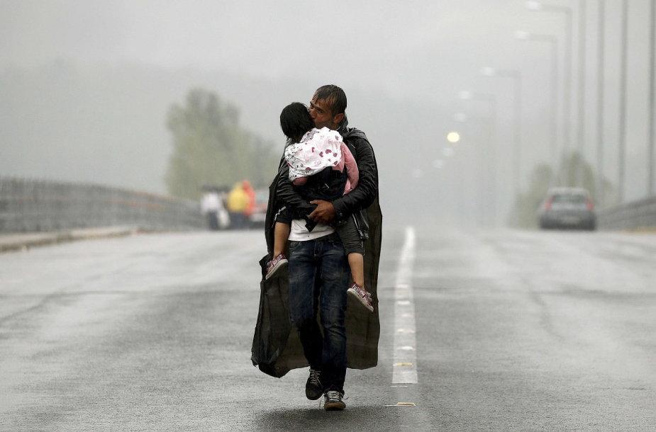 Pabėgėlis iš Sirijos su vaiku Makedonijoje