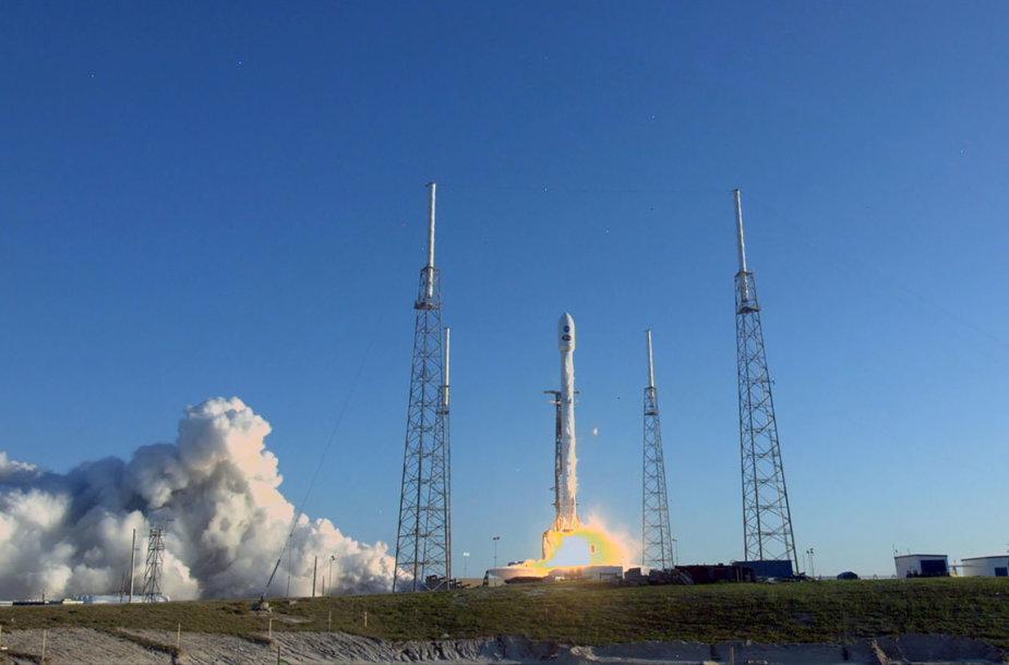 """Kyla """"SpaceX"""" raketa """"Falcon 9"""""""