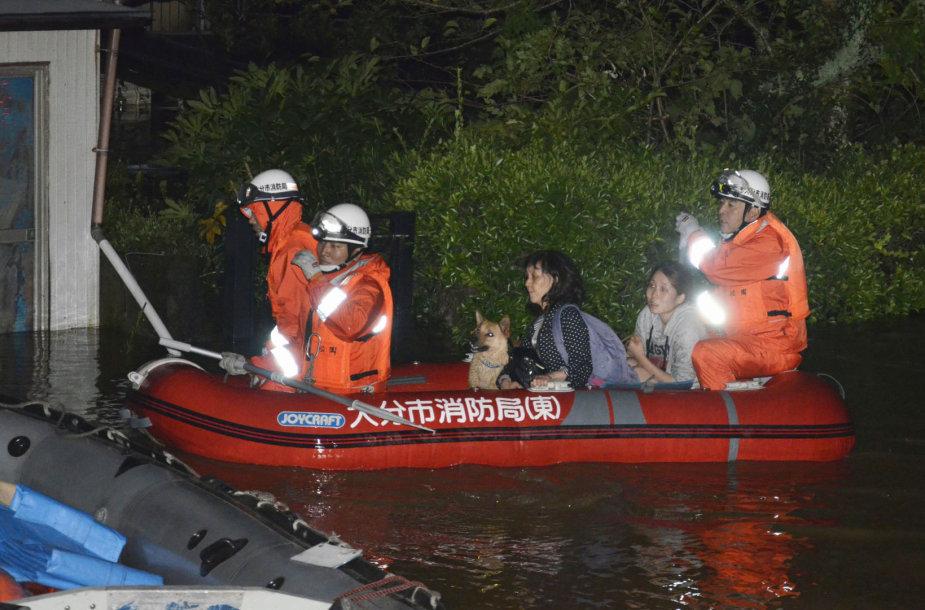 Taifūnas Talim Japonijoje nusinešė 2 žmonių gyvybes