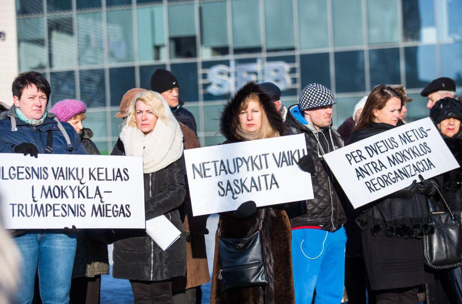 Senamiesčio mokyklos bendruomenės protesto akcija