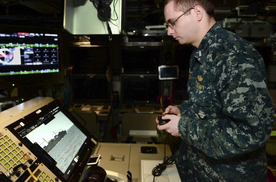 """""""USS Colorado"""" povandeninio laivo fotoninių stiebų valdymas vykdomas """"Xbox"""" valdikliu"""
