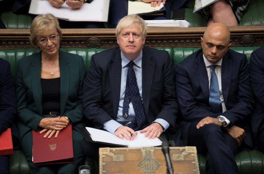 Borisas Johnsonas įstumtas į kampą