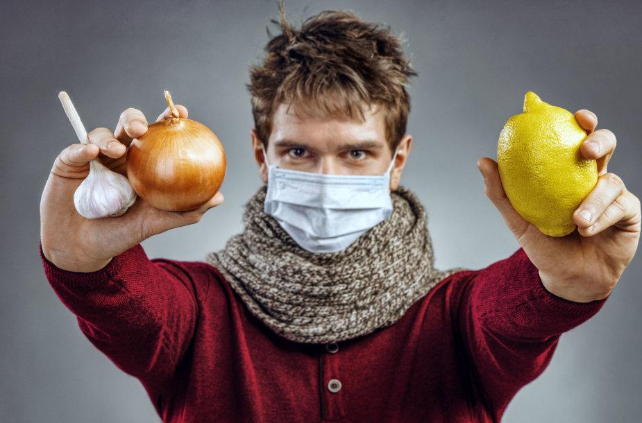 Vyras saugosi nuo peršalimo ir gripo