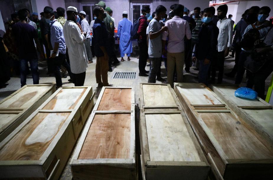 Bangladešo mečetėje per dujų sprogimą žuvusių žmonių skaičius išaugo iki 24