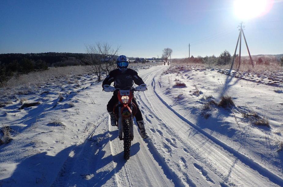 Pasivažinėjimas motociklu žiema