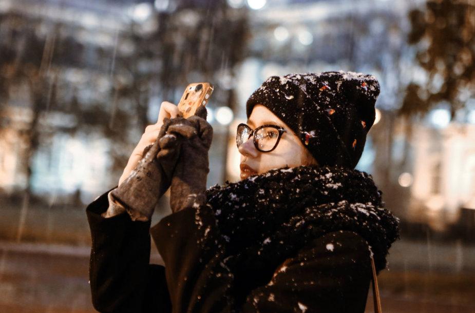 Naudojimasis išmaniuoju telefonu žiemą