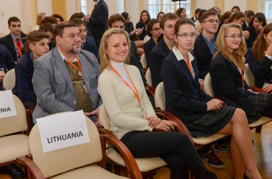 VPU (dabar LEU) absolventė, Vilniaus Vytauto Didžiojo gimnazijos matematikos mokytoja Anna Mažuolienė 2014 m. apdovanota Metų mokytojo premija.