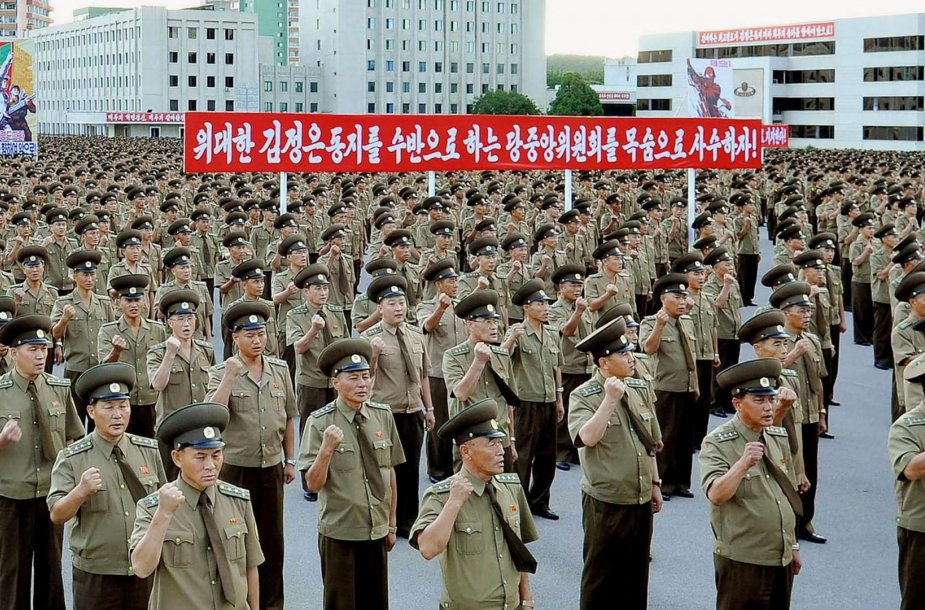 Šiaurės Korėjoje suorganizuota eisena prieš naujas šaliai taikomas sankcijas