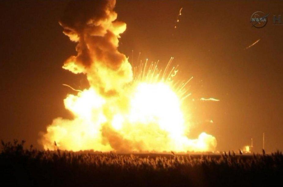 """Raketos """"Antares"""" sprogimas"""