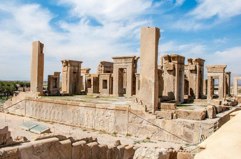 Persepolio griuvėsiai, dėl savo svarbos turintys UNESCO Pasaulio paveldo objekto statusą