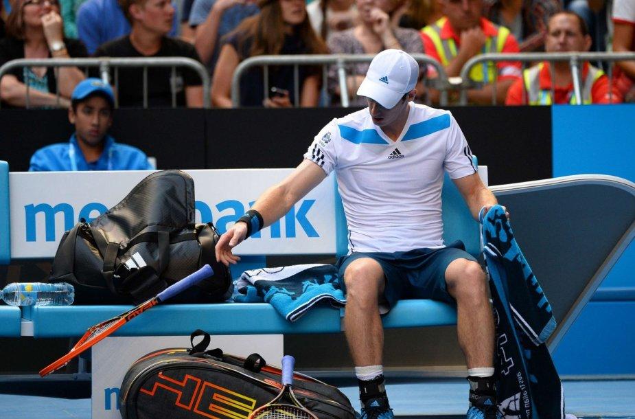 Andy Murray'us iš pykčio per seto pertrauką sulaužė raketę