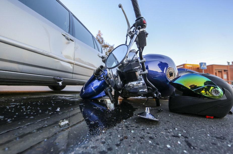 Motociklo ir automobilo avarija