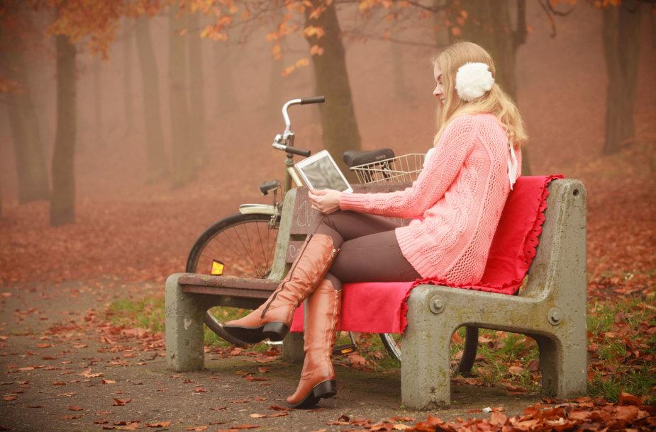 Moteris skaito