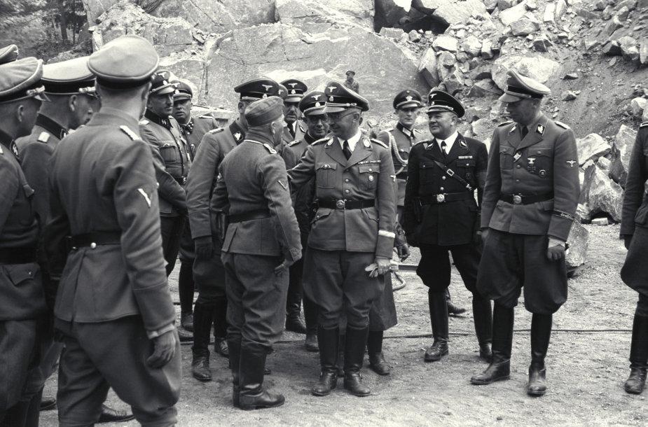 F.J.Huberis su nacių pareigūnais