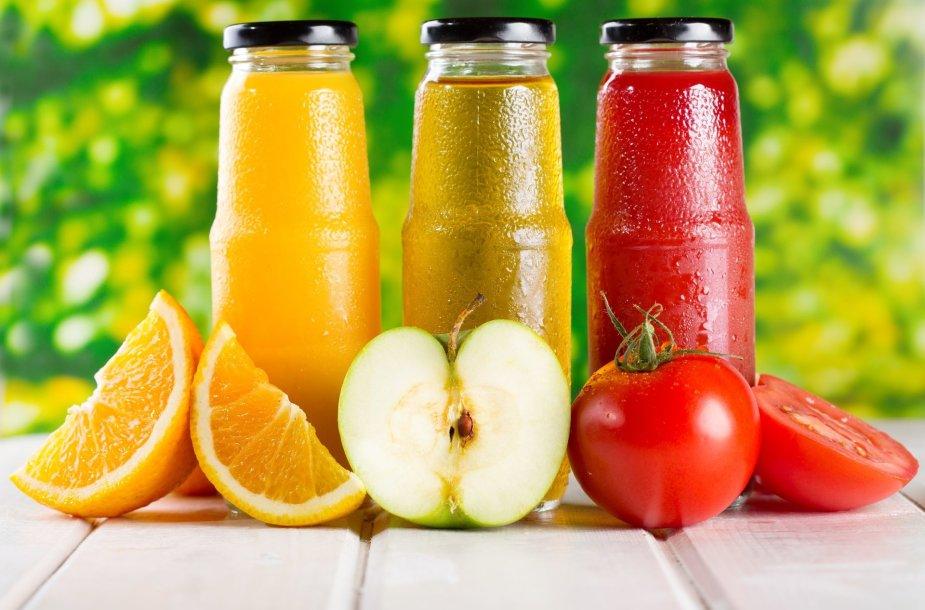 Vaisių sultys: kaip išsirinkti sveikatai palankiausias?