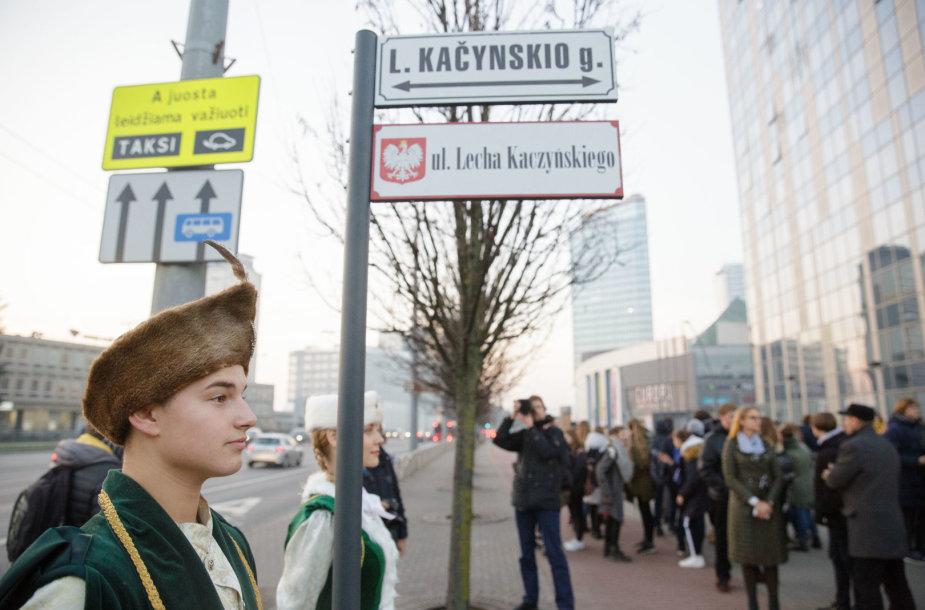 Vilniuje atidengtos Lecho Kačynskio vardu pavadintos gatvės lentelės