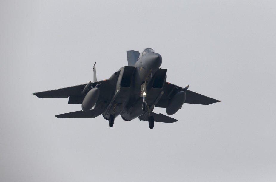 Naikintuvas F-15. Su F-ąį JAV karinės oro paėgos šįmet išmėgino lazerinius finklus