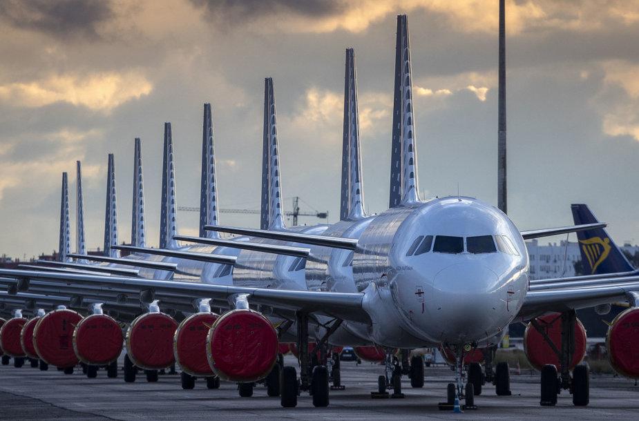 Sustatyti neskraidantys lėktuvai oro uoste