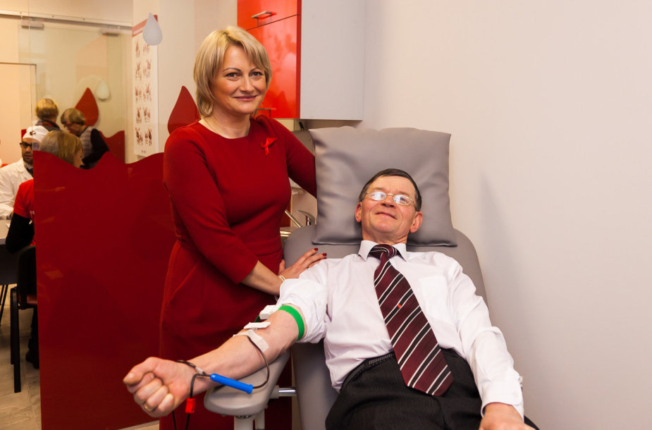 65-ą kartą neatlygintinai aukoja kraują