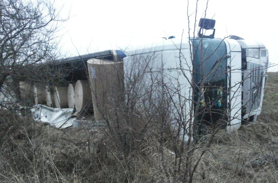 Prie Babtų  apvirto Ukrainos sunkvežimis