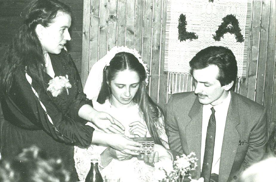 Linos ir Alvido Stočkų vestuvės. Vainikėlio nusegimo apeiga