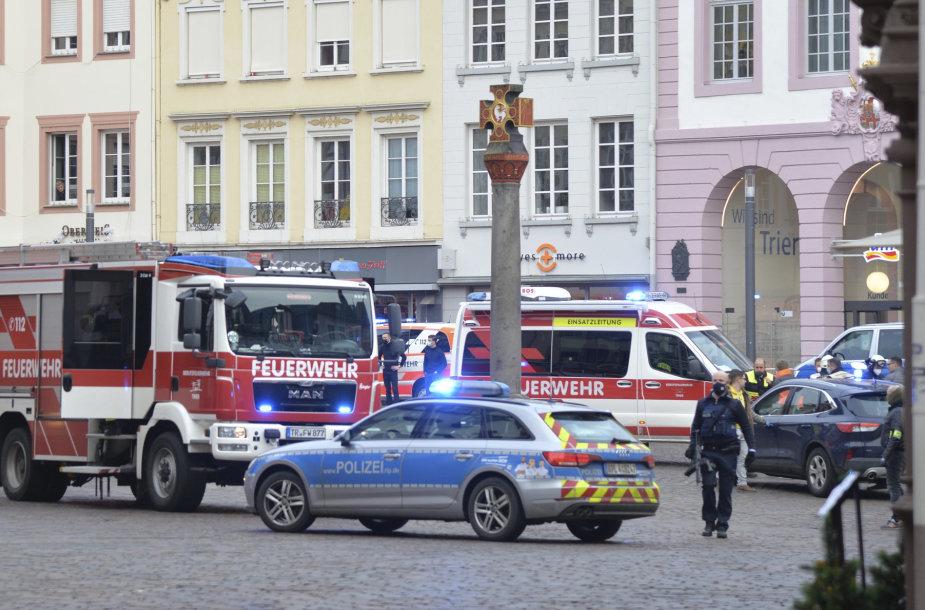 Vokietijos Tryro mieste automobilis pėsčiųjų zonoje mirtinai sužalojo 2 žmones