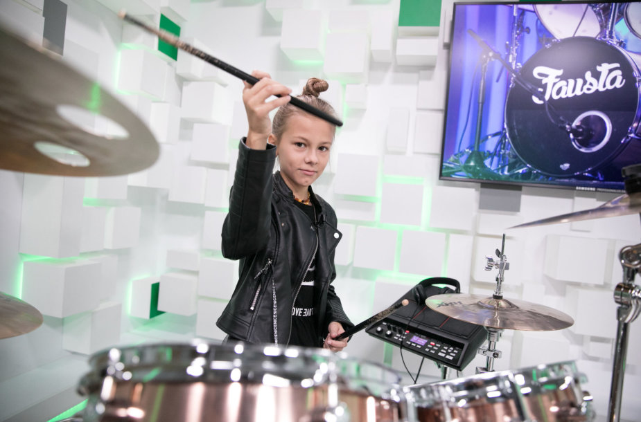 15min studijoje jaunoji būgnininkė Fausta Šukytė