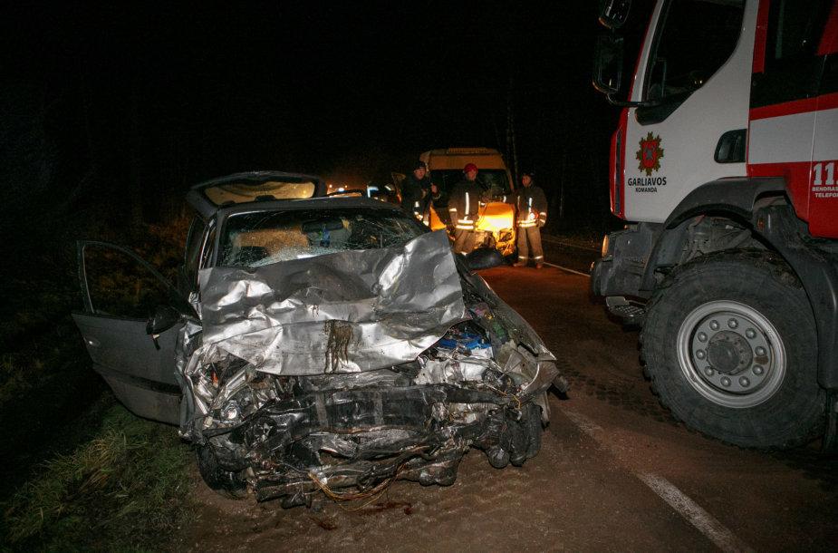 Mikroautobuso ir lengvojo automobilio avarija
