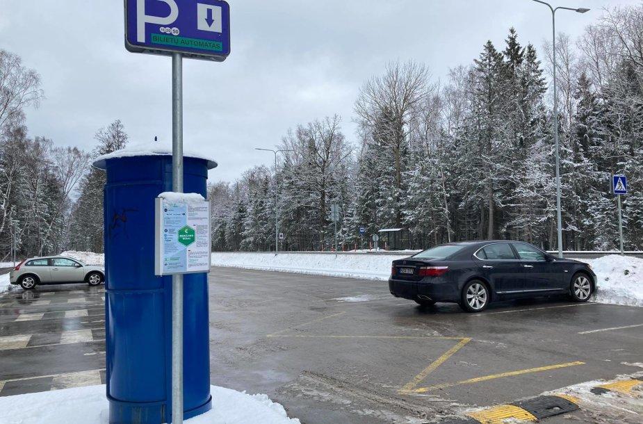 Parkomatas ties naujomis aikštelėmis pajūryje.