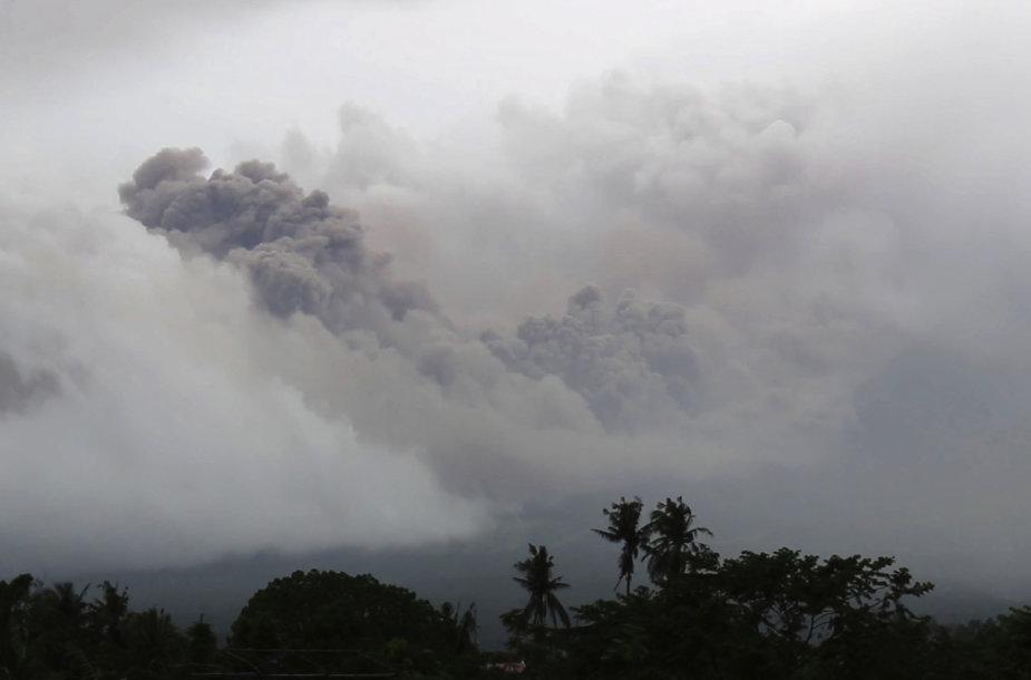 Pastarąją parą Majono viršūnę purtė vulkaniniai drebėjimai ir akmenų griūtys bei įvyko keli garų išsiveržimai