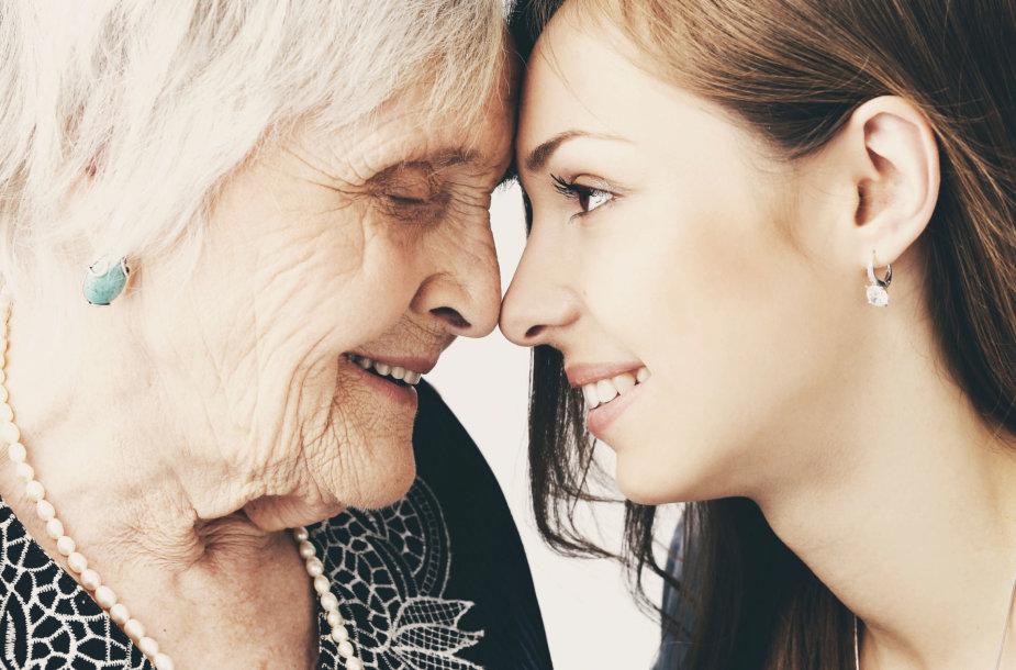 Močiutė ir anūkė