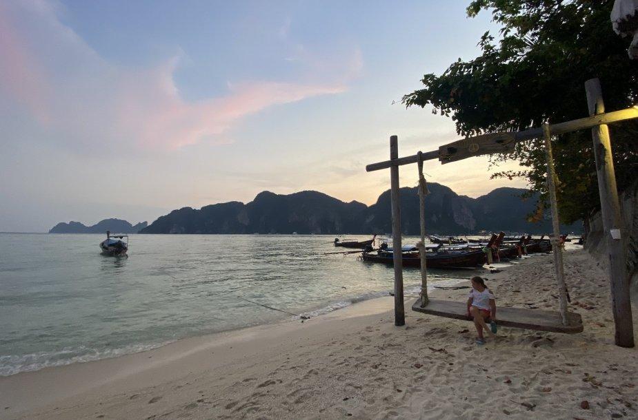 Kėdainiškių šeima Tailande