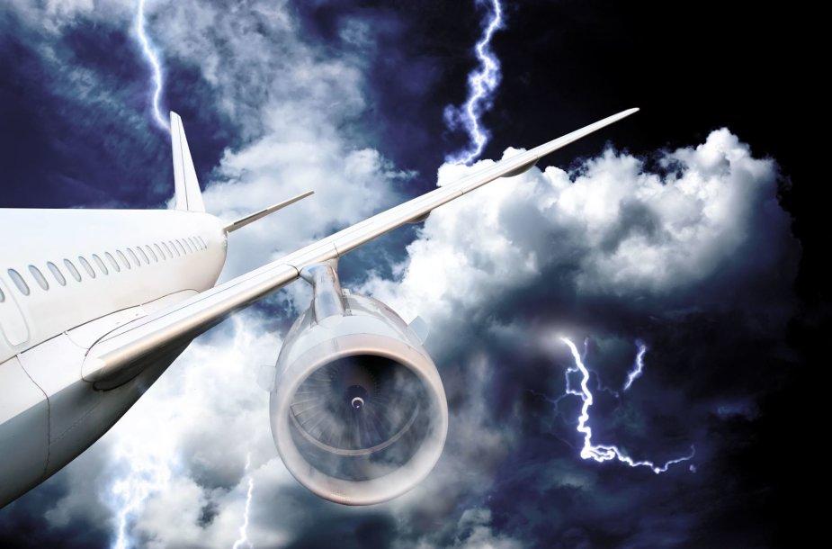 Žaibas trenkė į lėktuvą