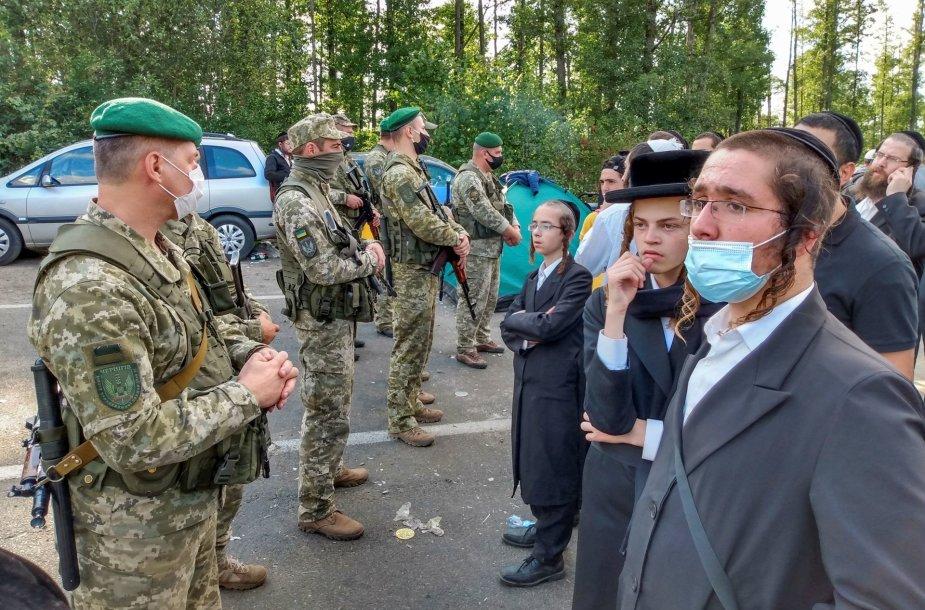 Žydų piligrimai prie sienos su Ukraina Baltarusija