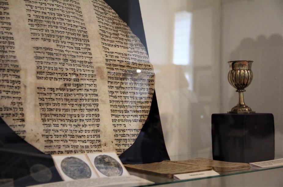 """Žydų kultūrai skirta ekspozicija Biržų krašto muziejuje """"Sėla""""."""