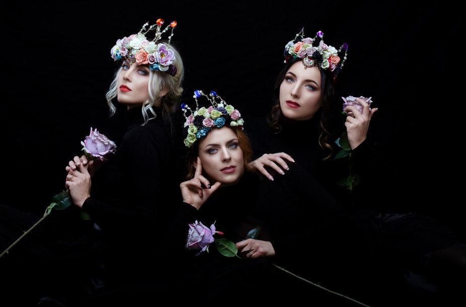 """Queens of Roses"""