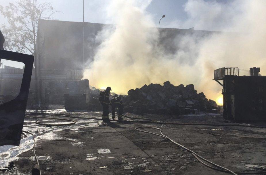 Pietų Madride gaisras sukėlė nuodingų dūmų debesį.