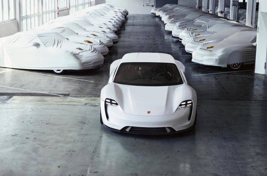 "Pirmasis visiškai elektrinis ""Porsche"" bus ""Mission E"" modelis"