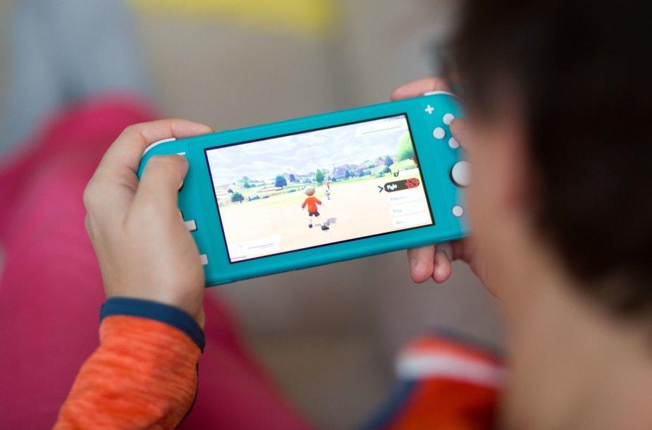 """Vienas laukiamiausių šio sezono """"Nintendo"""" žaidimų – """"Pokemon Shield"""" – puikiai tinka """"Switch Lite"""" konsolei. Jį apžvelgsime jau netrukus."""