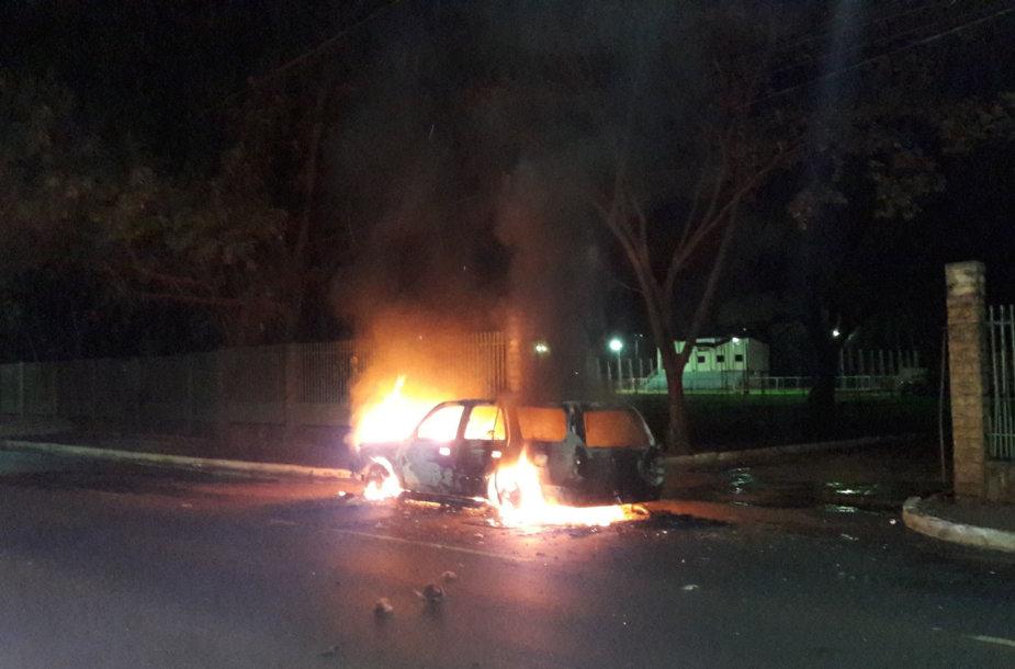 Brazilijoje užpuolikai degino automobilius