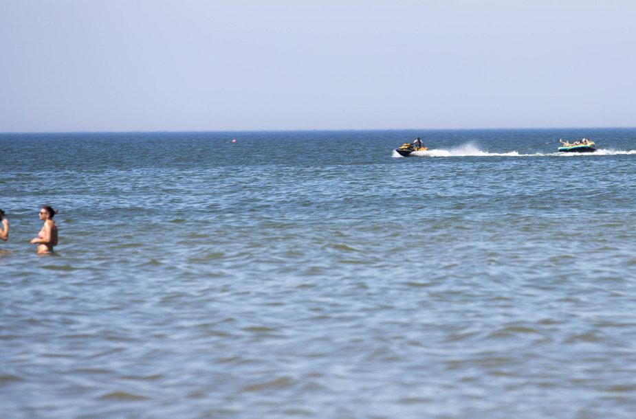 Poilsiautojai Palangos paplūdimyje