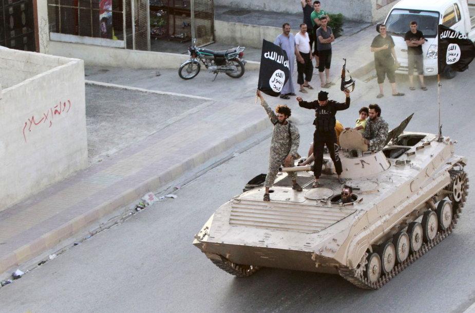 """""""Islamo valstybės"""" kovotojai Rakoje"""