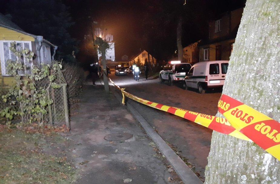 Policija prie namo, kur buvo aptiktos antroji ir trečioji aukos