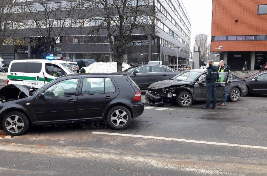 Žalgirio gatvėje į avariją pateko VMI automobilis