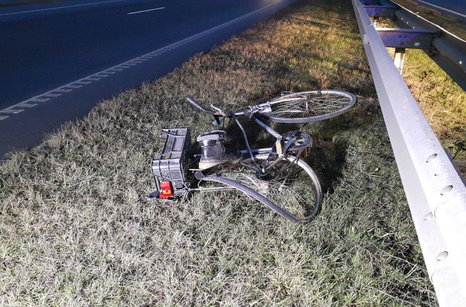 Dviratininkas buvo partrenktas kai skersai bandė pervažiuoti kelią.