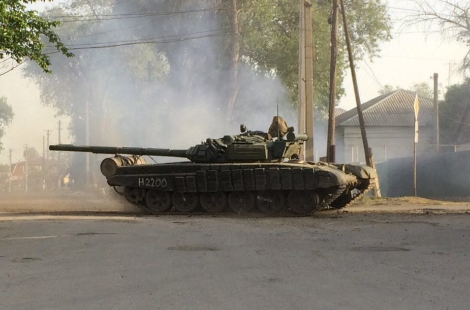 Miesto gatvėmis važinėjantis tankas